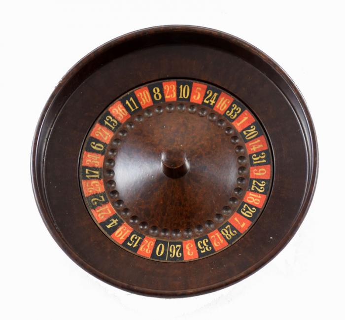 Bakelite roulette game s. d 16