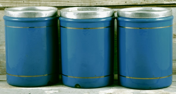 Kitchen canisters e. bl 20