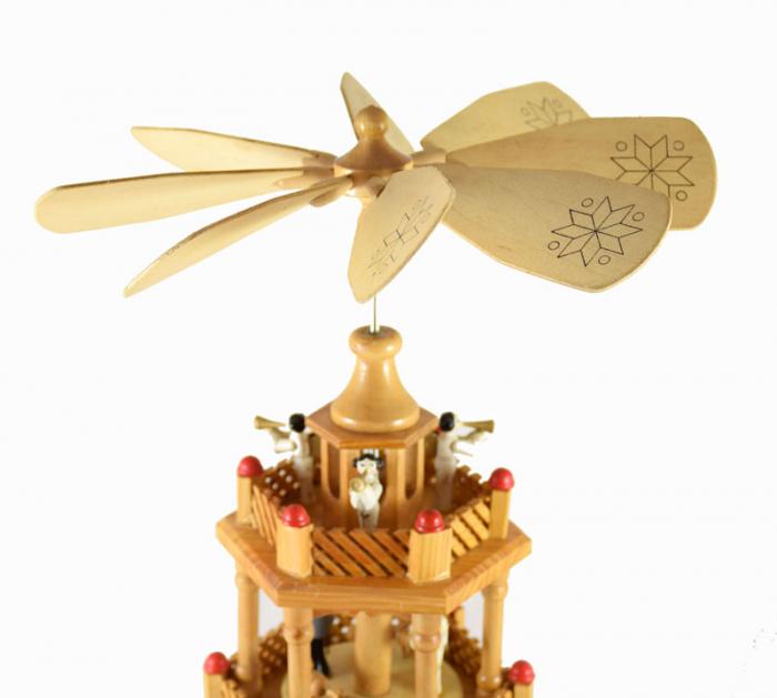 Kerstpiramide k. d 13