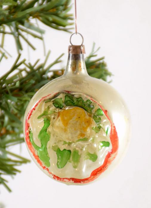 Small Christmas indent ball k. bg 36
