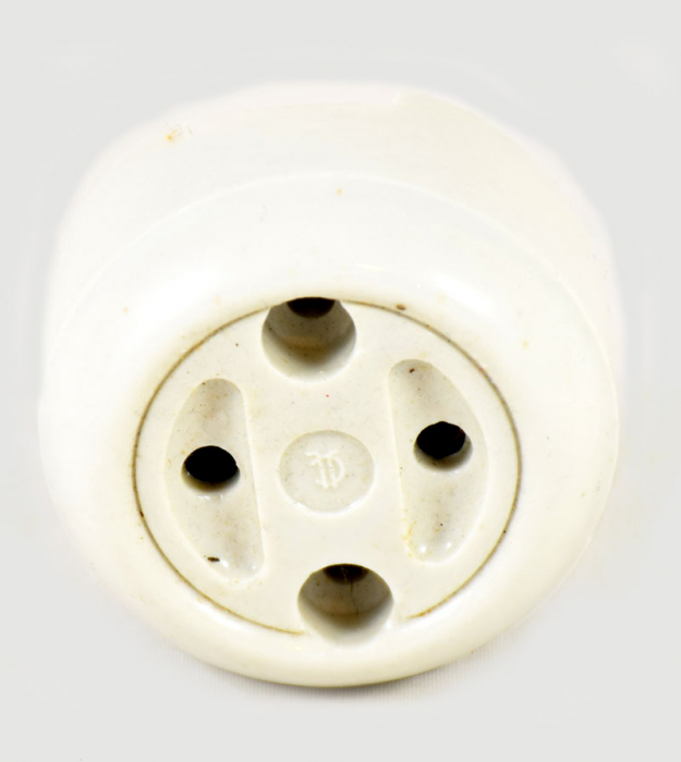 Porseleinen stopcontact b. e 8