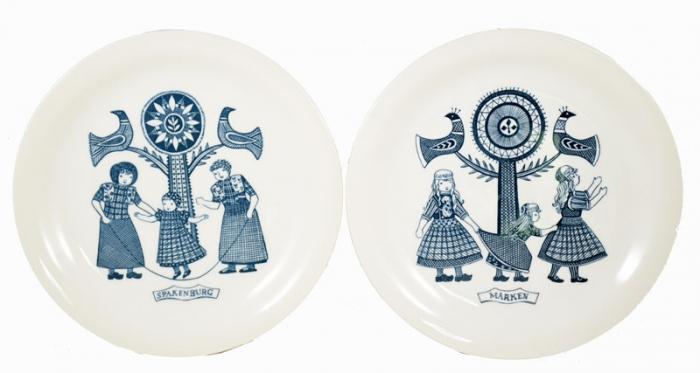 Dutch traditional costumes breakfast plates kk. s 11