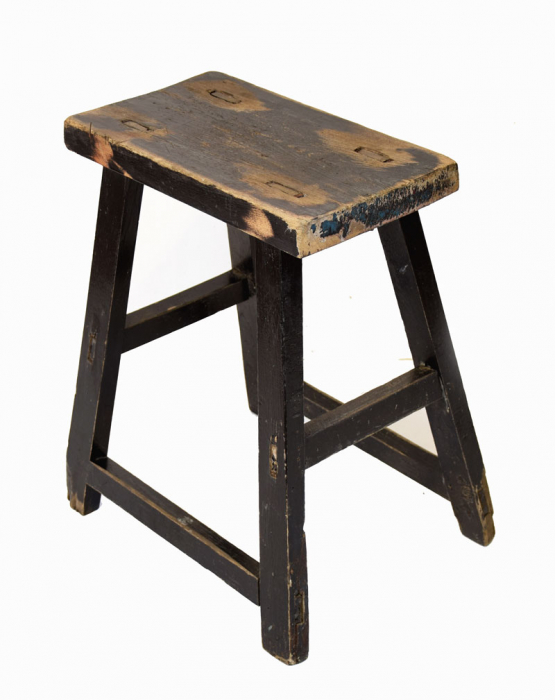Small wooden stool c. m 9