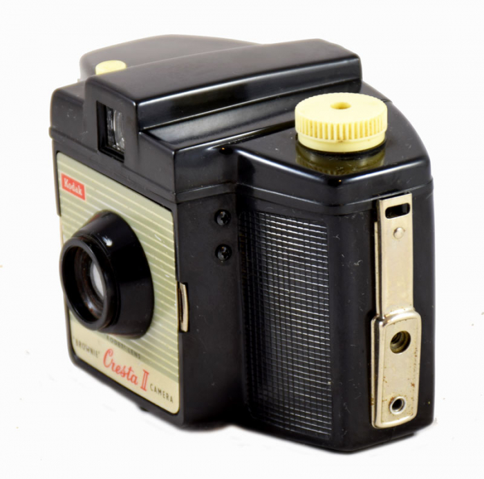 Kodak Brownie Cresta II camera c. e 17