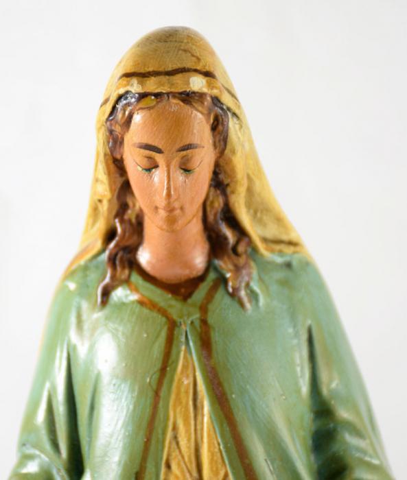 Mariabeeld met stolp