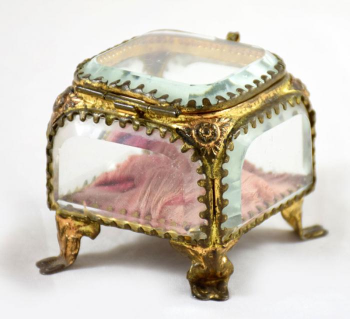 Frans glazen sieraden kistje
