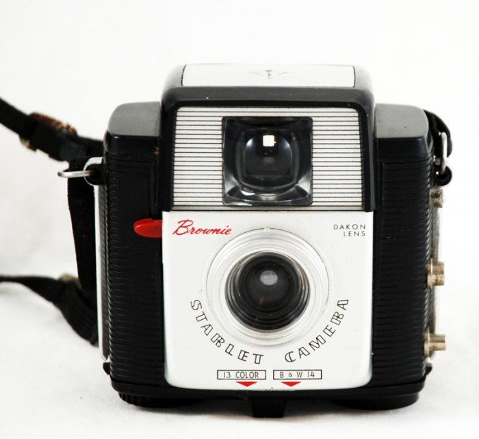 Kodak Brownie Starlet Camera c. e 17
