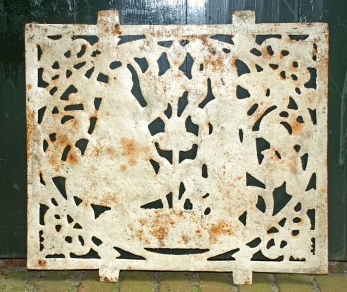 Cast iron wall ornament  td. g 28