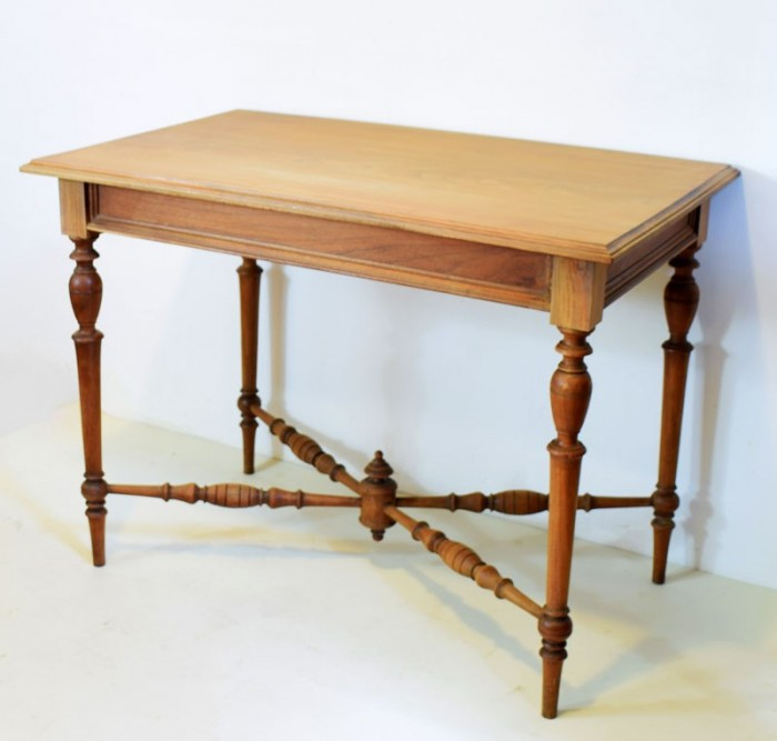 Kleine tafel notenhout