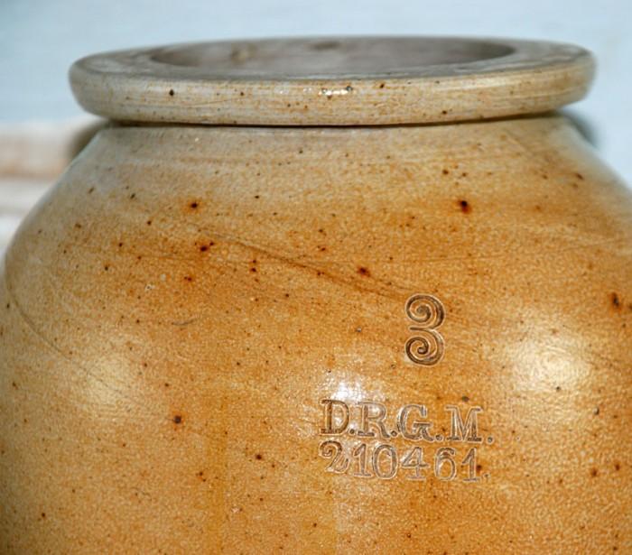 Stoneware canning jar kk. k 7