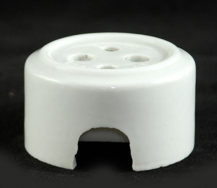 Porseleinen stopcontact b. e 4