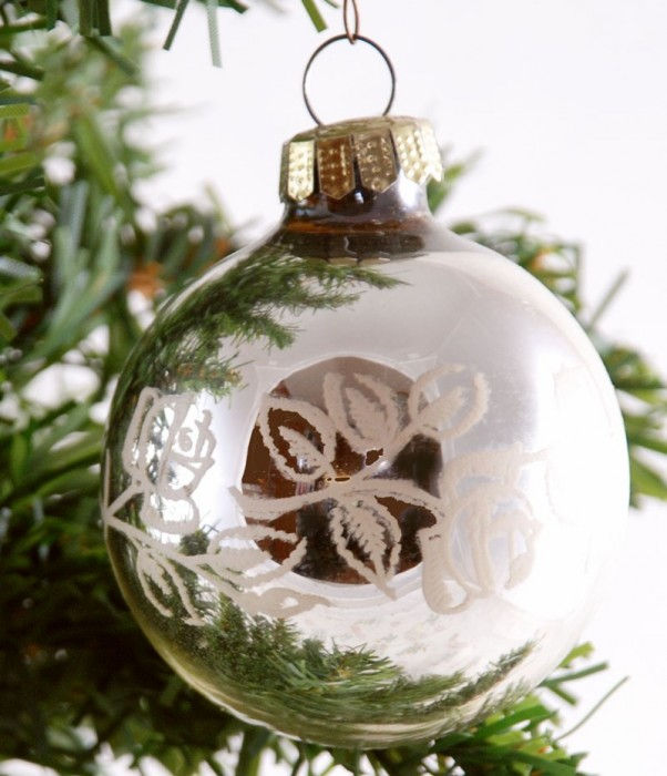 Doos kerstballen zilver k. z 12