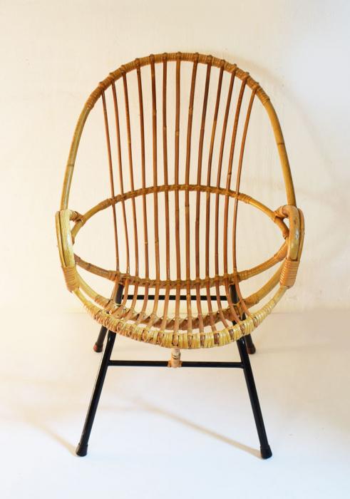 Rotan stoel c. m 12 gereserveerd
