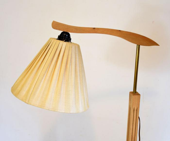 Houten lamp met lectuurbak v. sl 3