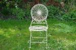 Witte ijzeren stoel